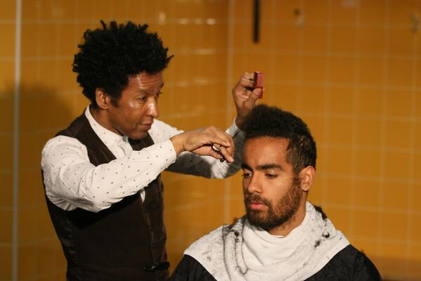 Bc GY BCcAA9y1q Tom Huddlestones long wait for a haircut was done in front of a big crowd of press [Pictures]