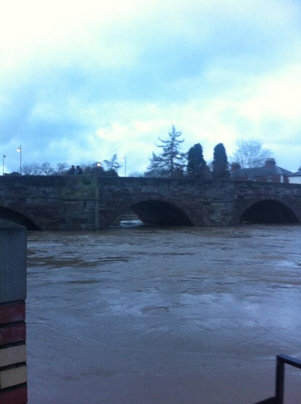 The old bridge #Hereford water water every where http://t.co/sqavwbcChO