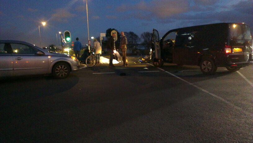 Scooterrijdster zwaargewond bij ongeluk Nieuwelaan