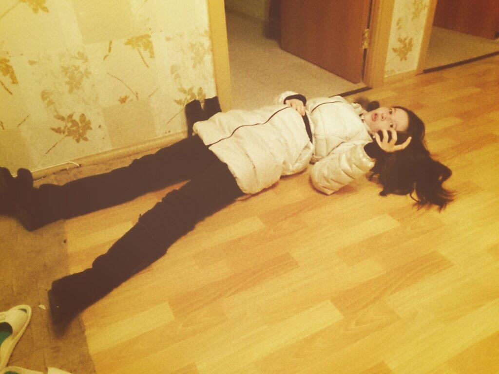 Усталая девушка пришла домой фото угарные медосмотр