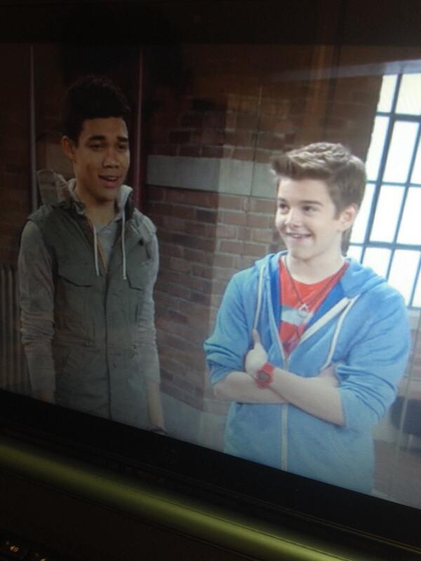 @LittlejGriffo awee! You look so little! Ahaha throwback to Kickin' It! http://t.co/OzyC6UJhN0
