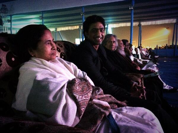Special screening of #ChanderPahar at Newtown Eco Park (prakrititirtha) .. #MamataDi meets #Shankar @idevadhikari http://t.co/QhFBpAjyGH
