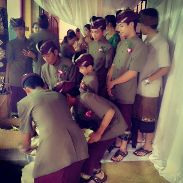 RT @DANANGBWI: Prepare for nganten ceremony #bali #culture #wedding #ceremony #heritage #indonesia http://t.co/d0zTYofhHb