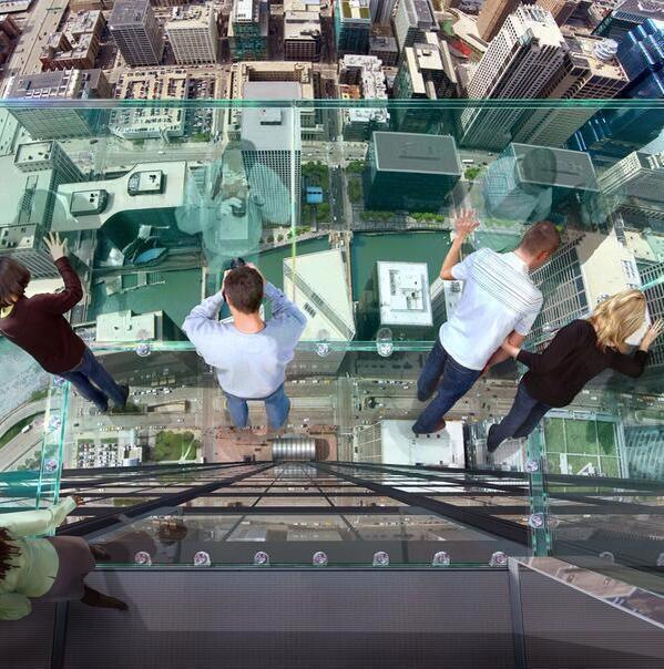 Wow! RT @Ana_MariaBM Balcony with glass floor on the 103 floor of the Sears Tower in Chicago. http://t.co/gMWOp4FMw5 v @_Paisajes_