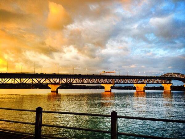 Auckland harbour bridge this evening #beauty http://t.co/CGeFCJx4mK