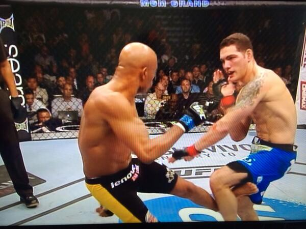 Oh my. Anderson Silva. I feel for you. Terrible way to end a magnificent career. #UFC168 @UFC_Australia http://t.co/FDlXW35soK