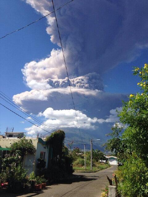 El volcán Chaparrastique de San Miguel ha hecho erupción. Imágenes compartidas por nuestros amigos en redes sociales http://t.co/HAqdPQxQuc