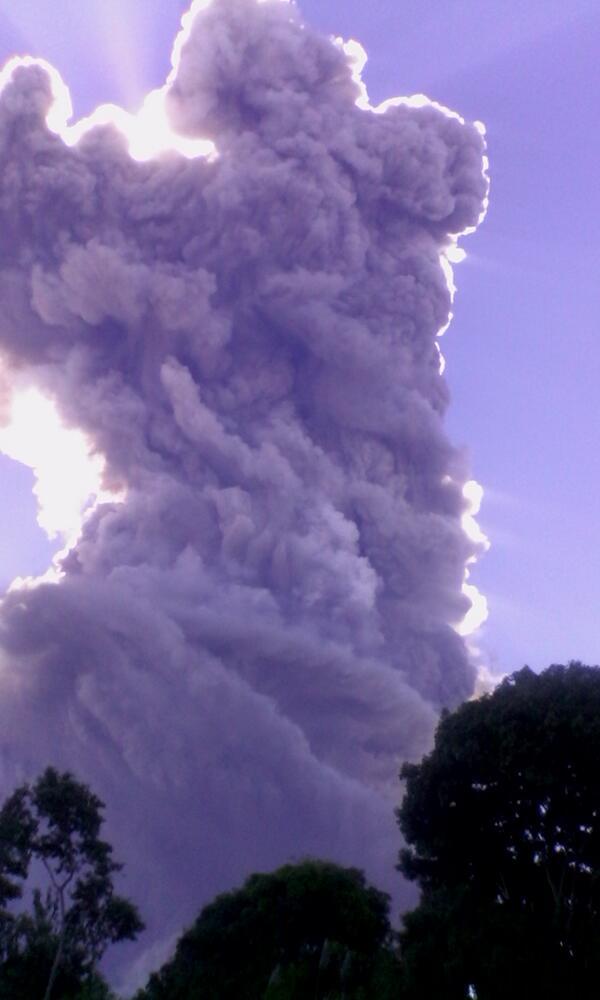 Protección Civil emite alerta amarilla por actividad en volcán Chaparrastique, San Miguel. http://t.co/NeTMPrYfX5 Vía @saraaraniva