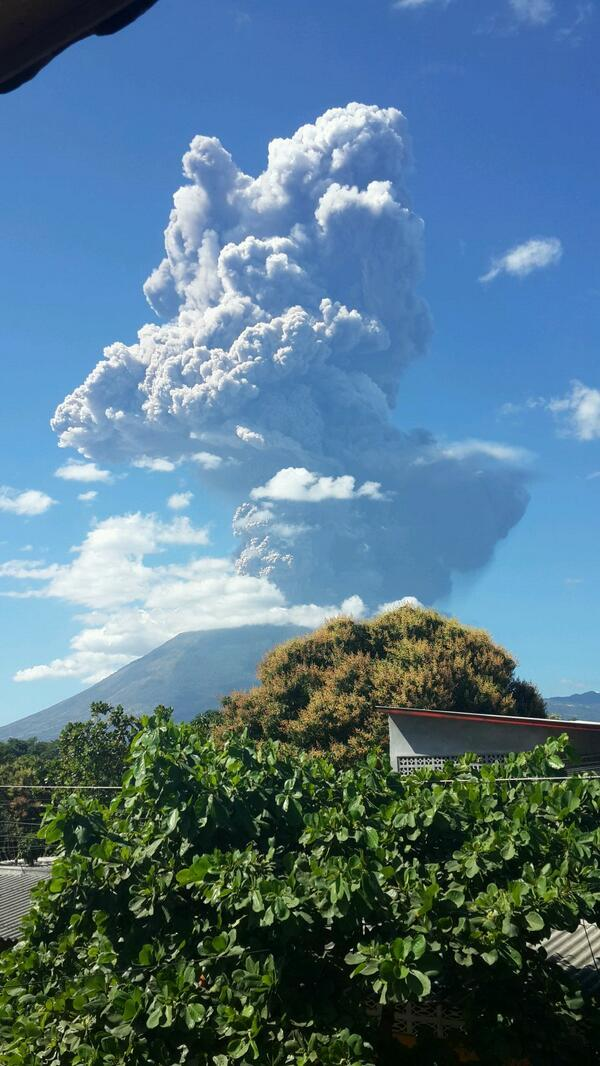 @wikinoticias Volcán Chaparrastique, en San Miguel, El Salvador lanza cenizas. http://t.co/4rWc2NUlkL