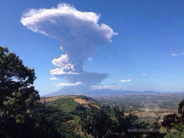 Imagen del Volcán Chaparrastique de San Miguel, visto desde La Unión. http://t.co/XweGWwdKfd