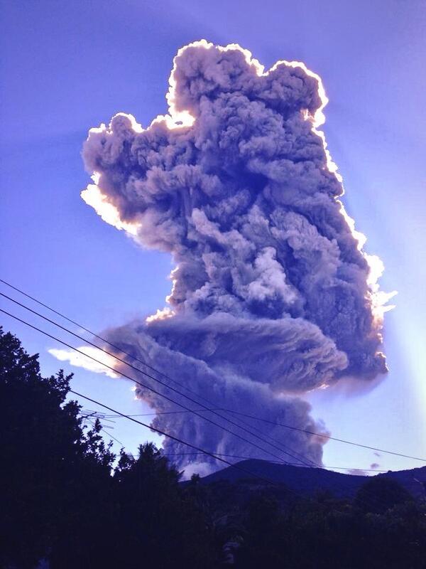 @ProCivilSV emite Alertas Naranja en San Miguel y Amarilla a Nivel Nacional, por Erupción en Volcán Chaparrastique. http://t.co/HUhGFR7Ku3