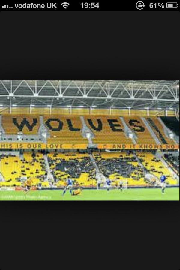 @Baggieden @baggiemac fans dress up as seats #worldsbiggestclub #loyalfans http://t.co/InuXYsYzkC