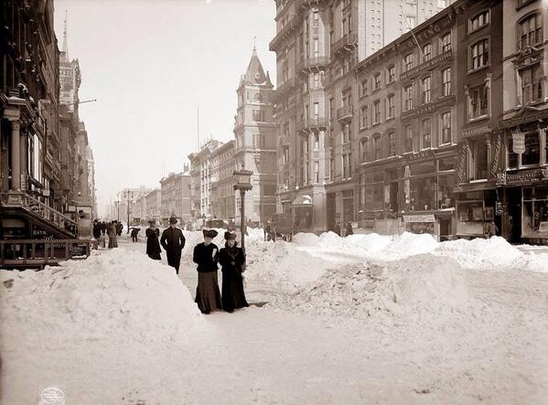 """@hahnsmith: New York City early 1900's http://t.co/rYrsXzicnt"""