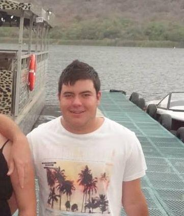 WE NEED YOUR HELP!  Please help us find Alex Veale (17yrs) who went missing along Tafelberg Rd see pic attached http://t.co/whCXpdK0eu
