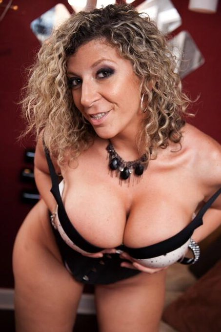 Give @SaraJays #Tatas a squeeze over 400K ~~> http://t.co/2tDrcS6Yq5 Follow & RT if you like!!