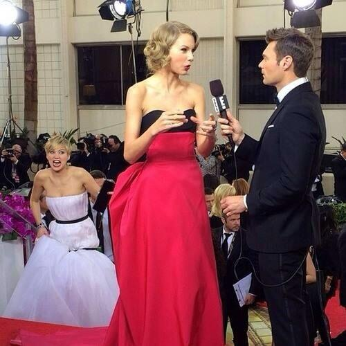 Jennifer Lawrence...... You're my hero 😂 #GoldenGlobes http://t.co/wIzMHExp4v