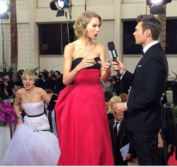 God I love photo bombs. Especially when they look like this. #GoldenGlobes http://t.co/QkFlWu9lUg