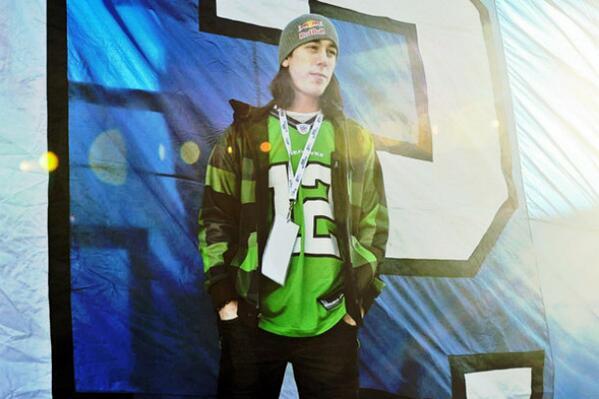 Hey SF - @timlincecum Looks great in a @Seahawks jersey. #12s @sfgiants #gohawks #SFvsSEA http://t.co/cDYFzmaN89