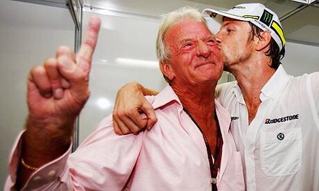 Mor el pare de Jenson Button, John Button d'un atac de cor! Un home peculiar i l'alegria del pàdoc! R.I.P http://t.co/dlEWCTAMlE