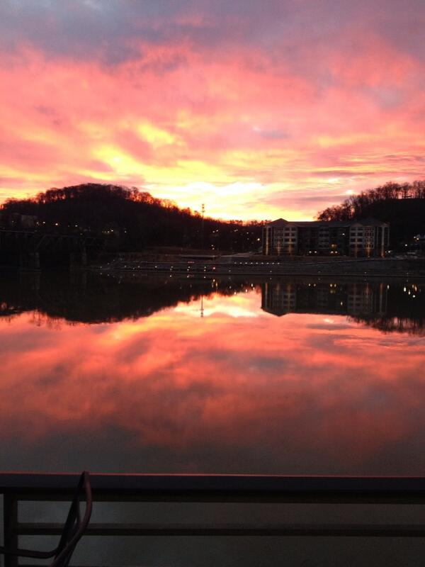 Beautiful photo. Good work, ladies. @LadyVol_Rowing: Rise & shine from Knoxville!  #hwpo #productivemondays #nofilter http://t.co/ftaHTpfArS