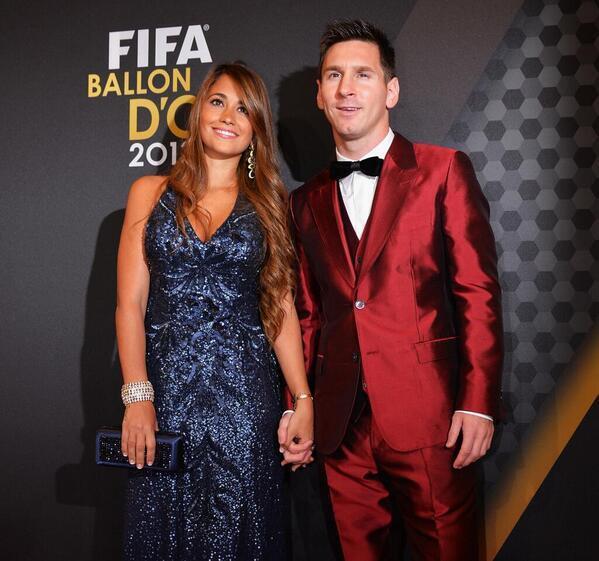 El sastre de Messi recibe dinero bajo la mesa de Tristiano y de Florentino. http://t.co/VLDM6Htx3C.