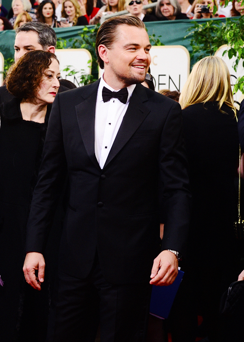 SWEET JESUS THE GOLDEN GLOBES NEED TO HAPPEN MORE THAN ONCE A YEAR BECAUSE LEONARDO IN A SUIT IS A GEM http://t.co/SzZZgoSrZi