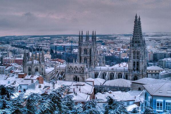 #BurgosMola (y no va por mi apellido...) ;-) una GRAN ciudad... para mas info: http://t.co/BrQb8sGdA5 http://t.co/nYgzqE4wwt