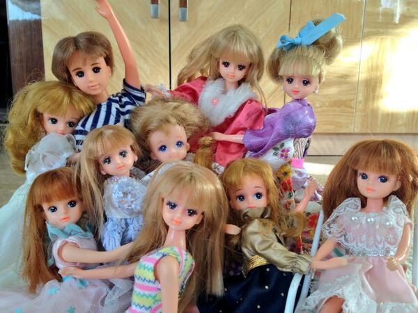 娘(3歳)の要望で人形を撮ったらFacebookのリア充パーティ集合写真みたいになって辛い… pic.twitter.com/oYdBjHhKFQ