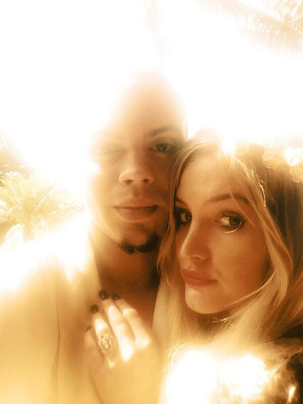 Ashlee Simpson engaged to Evan Ross; see her vintage style engagement ring