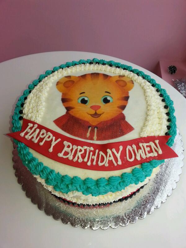 Cakedupcafe On Twitter Daniel Tiger Cake Cakes Danieltiger