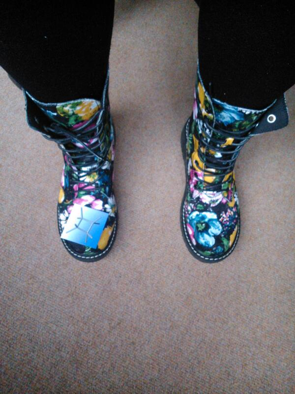 """@InnocentWal: #phonar @S_J_Lancaster colourful boots today! http://t.co/MKx5R40Lpt"" #CHE2C32"