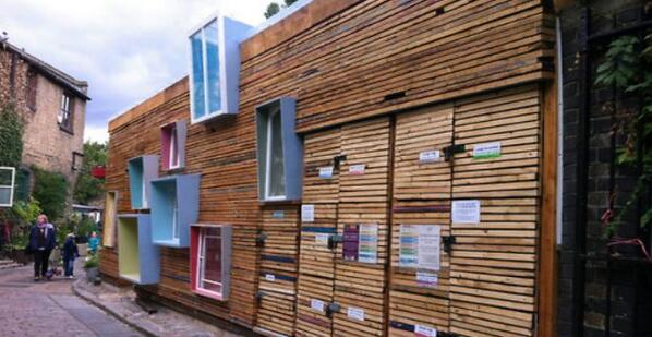 Un negozio di fiori e frutta a #Londra. La novità? È fatto con #legno riciclato dai cantieri http://t.co/Onj99YLasM http://t.co/jFPkHs3yQF