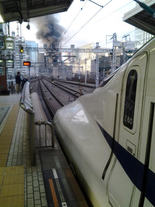 有楽町付近での沿線火災…。 pic.twitter.com/BpMSJKGP8A