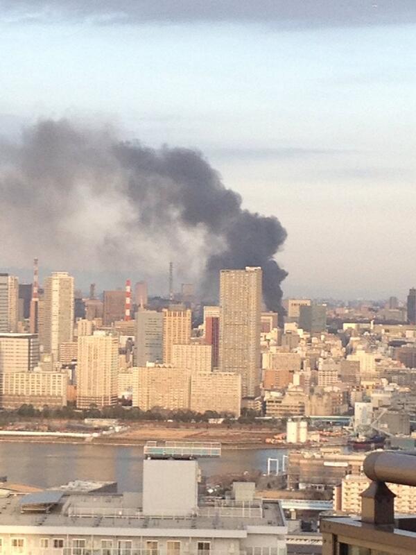 有楽町駅付近の火事。煙が立ち上っている…… pic.twitter.com/HpxWrJQWU0