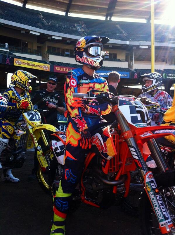 @RyanDungey here earlier at Anaheim for #A1 press day. #supercross #foxracing http://t.co/kh6WSFuSZX
