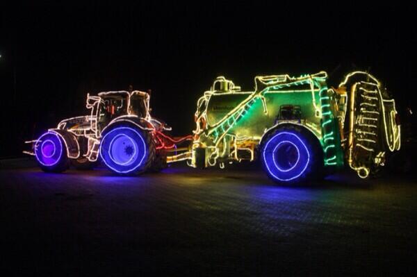 Tractors by night. Drimmelen. http://t.co/syazIFG3yv