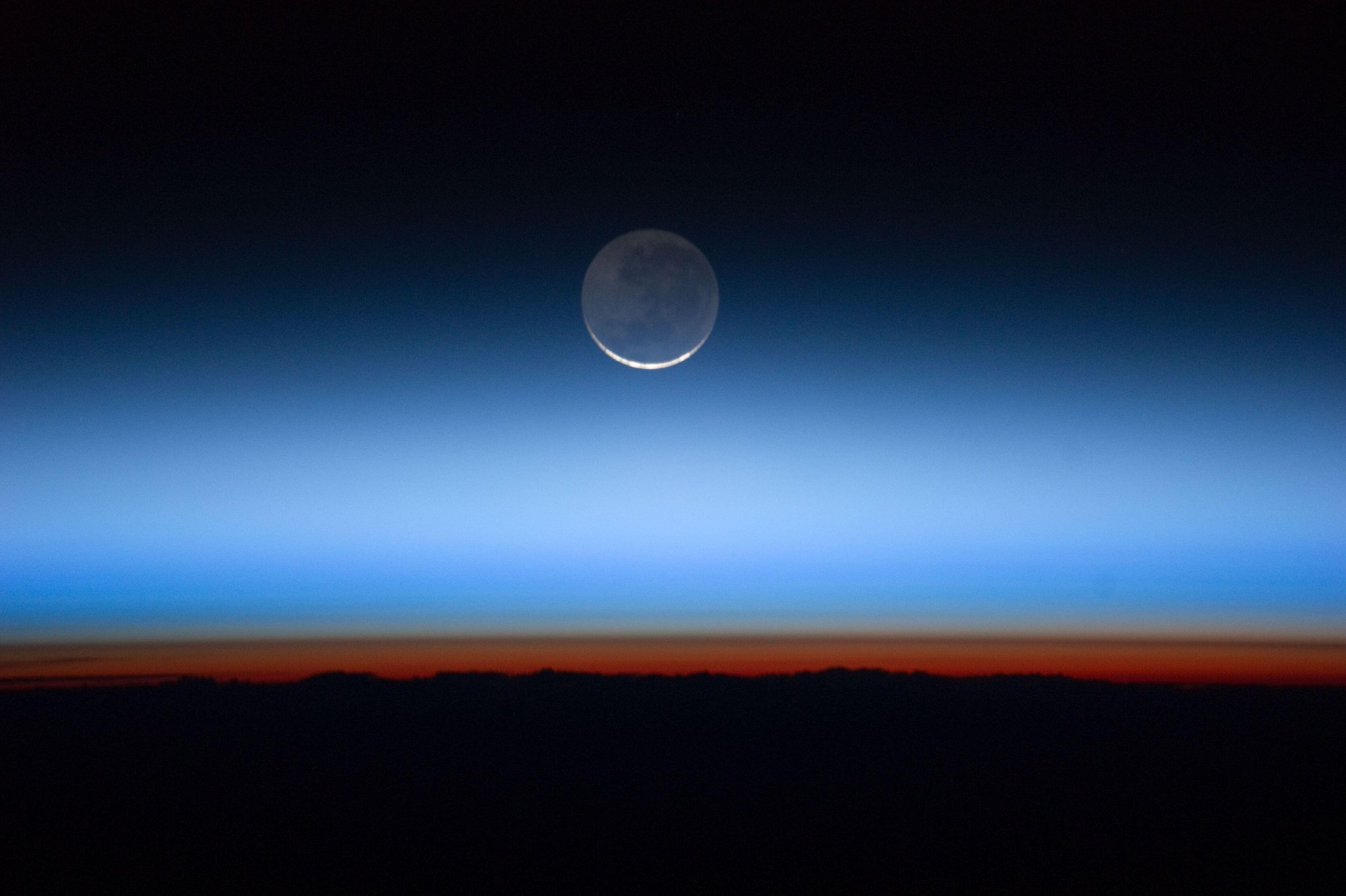 Twitter / PC0101: Moon crescent, seen from #ISS ...