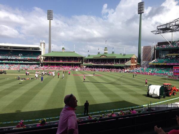 Let's go Australia! #Ashes #SCG #JaneMcGrathDay #PinkTest http://t.co/a0ikbUWKna