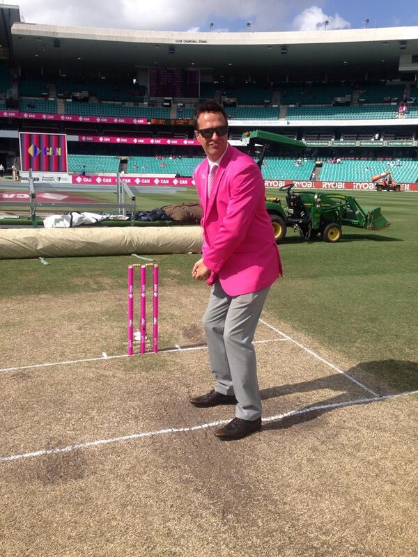 Lovely day for Batting..... #Ashes @McGrathFdn http://t.co/socpr4kbA7
