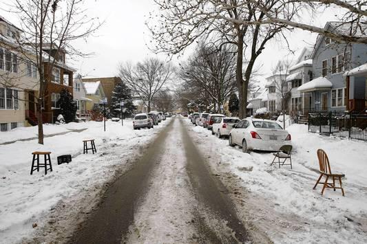 Friends, this is what we call DIBS in Chicago! Happy digging out & keeping that parking spot! http://t.co/wVFIGG55kR