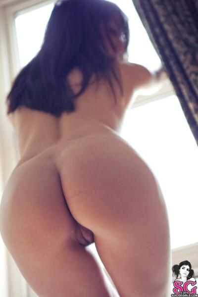 suicide-girl-dimples-pussy-lesbian-interracial-grind