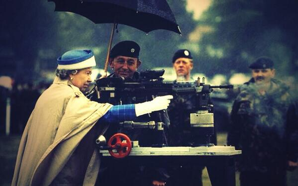 Queen ready to welcome England back home after their marvelous performance Down Under. #ashes http://t.co/bAUbptnh2Q