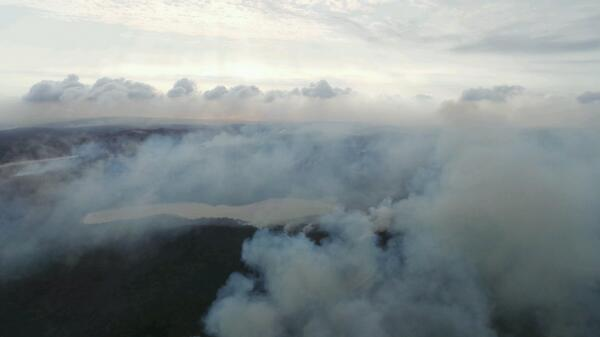 North Stradbroke Island this morning. Smoke continues to drift across Brisbane #chopperview http://t.co/VWF7RXPYvu