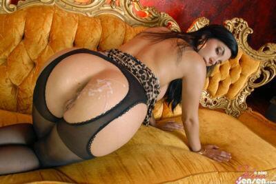 Babe in pantyhose cum