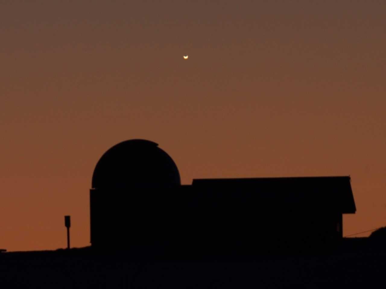 鹿角平天文台ドームと金星