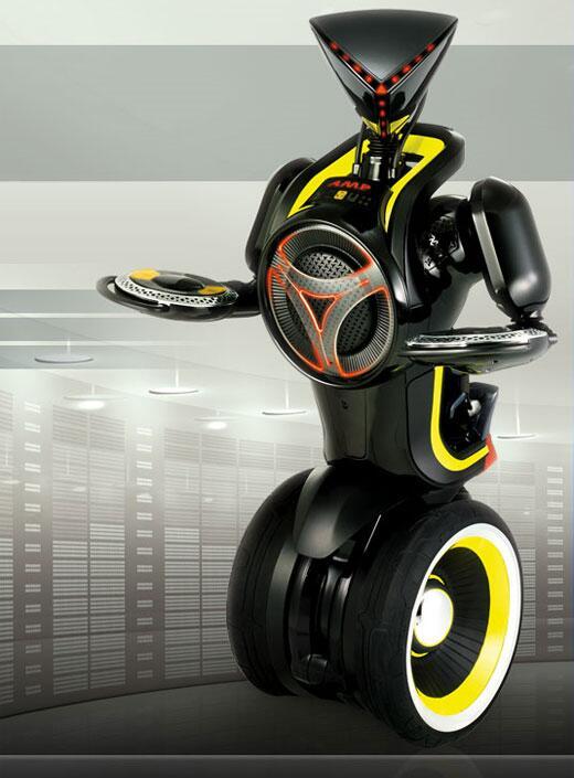 アンプボット(AMPBot)。セガトイズなる日本企業などが発表したミュージックを再生してくれる自走式のロボット。センサーによる障害物回避能力があるので階段からの落下を防止するとのこと。高性能スピーカーを搭載する。