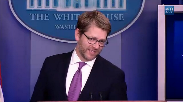 What the -- Jay Carney has grown a beard! http://t.co/8bMPCI8CfF