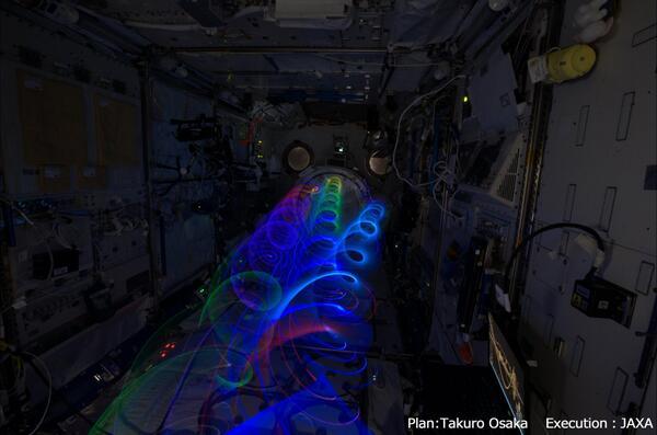 軌道上芸術活動の一環として、逢坂卓郎氏が考案したSpiral Topを使った実験を行いました。宇宙は新たな芸術も創造する空間、無重量環境の可能性は無限大です。 pic.twitter.com/O5kxdk40hP