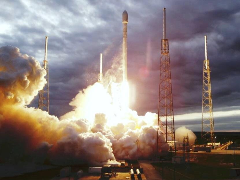 Lancement Falcon 9  / Thaicom 6 - 6 janvier 2014  - Page 2 BdVDekxCcAA9Epi