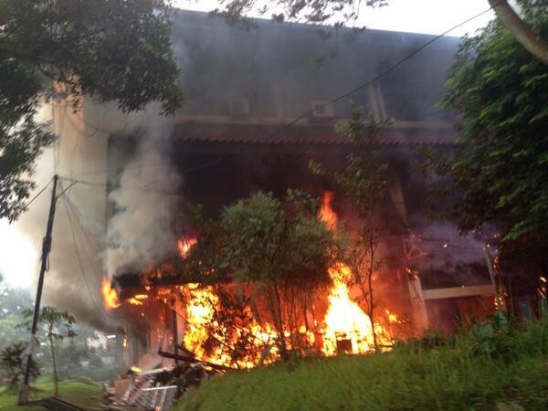 """ASTAGA! RT @Jakafe: Astagfirullah.. """"@TMCPoldaMetro: 06.58 Kebakaran Gedung C FISIP UI  http://t.co/RIyIY1NEgv"""""""""""